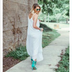 $128 EXPRESS White Pleated Maxi Dress XS